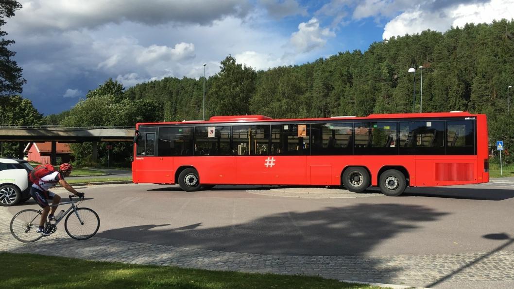 """HER BLE DET STOPP: """"Knoppen"""" på rundkjøringen for Kolbotn ble denne rutebussens bane."""