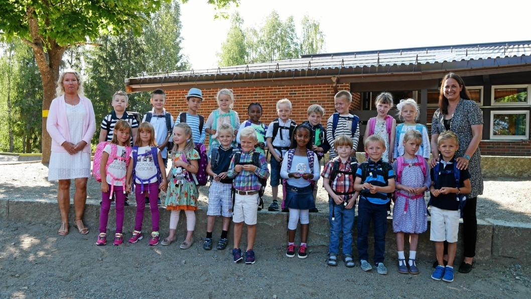 FANTASTISKE FØRSTEKLASSINGER: Vi mimrer oss tilbake til skolestart i 2015. Her ser du klasse 1B ved Vassbonn skole.