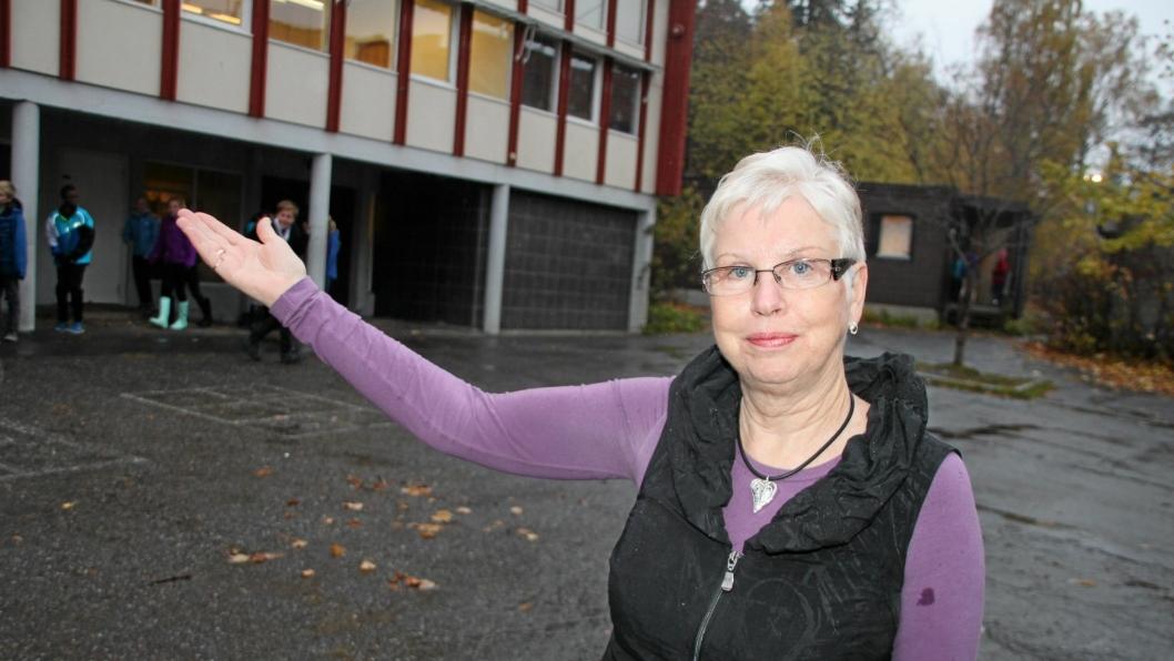 – VELKOMMEN HIT, MENN: Rektor Anne Hodne Endal ved Kolbotn skole erkjenner at det er vanskelig å få menn til å søke seg til lærerjobber også ved Kolbotn skole.