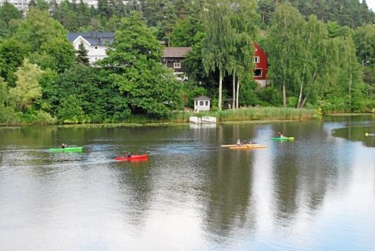 ET ALTERNATIV: Om det ikke er så smart å bade, går det alltids an å padle seg en tur på Kolbotnvannet.