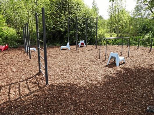 TRENING OG LEK: Tufteparken er det aller siste tilskuddet til parken. Den kan brukes både av dem som ønsker å trene kroppen og dem som ønsker å klatre og turne.