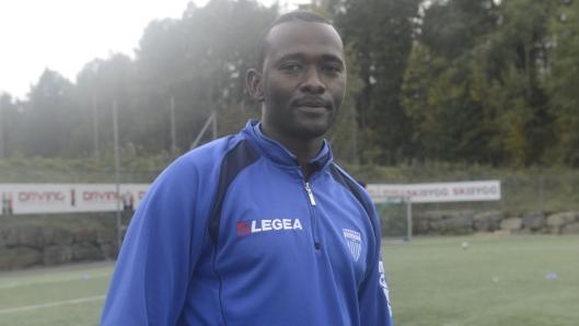 Ahmed Adam Babour øsnker å integrere flyktninger gjennom fotball.