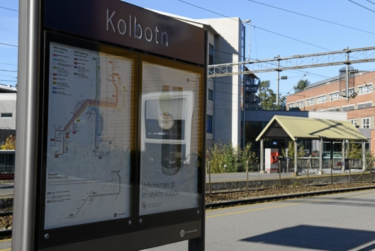 FOLKETOM: Det er ikke mange pendlere å se på morgenkvisten i dag, naturlig nok, på Kolbotn stasjon..