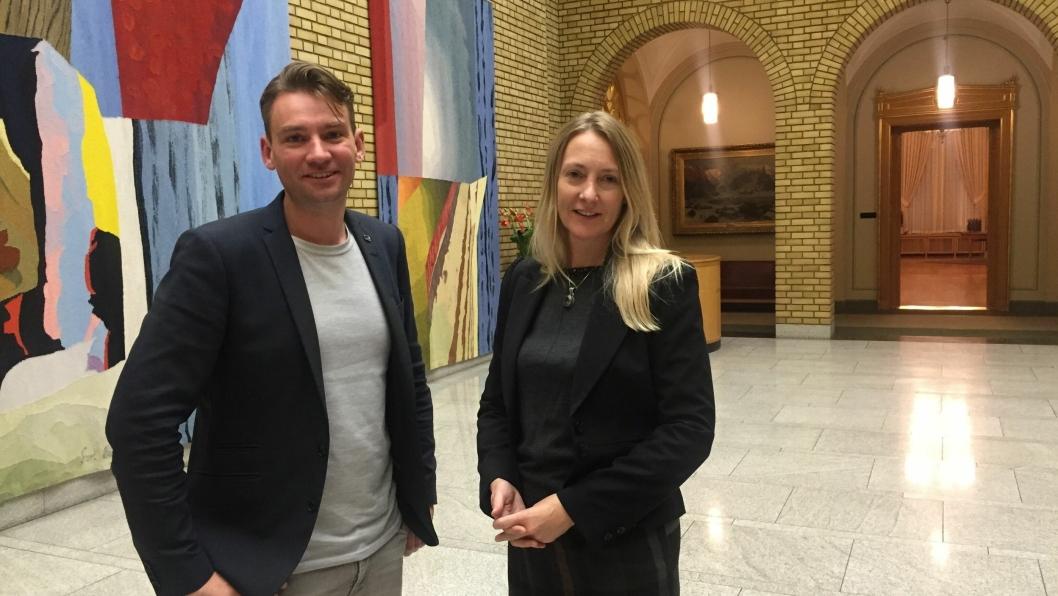 FORNØYD: Varaordfører og gruppeleder i Oppegård Høyre, Siv Kaspersen, kunne glad konstatere at stortingsrepresentant Henrik Asheim (H) ønsket å åpne lommeboken for Oppegård-skolen