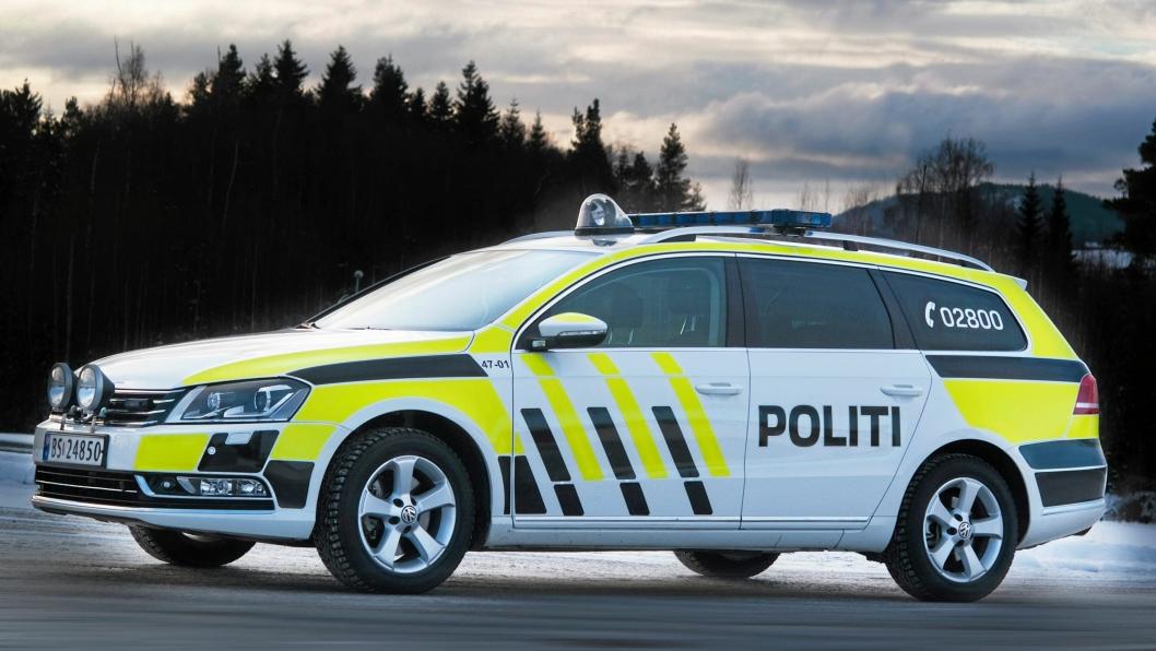 UTE PÅ PATRULJE: Politiet sjekker jevnlig veier rundt i kommunen vår. Valhallaveien er på politiets prioriteringsliste.