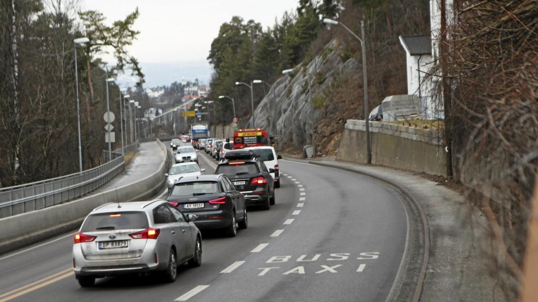 STILLESTÅENDE: Køene ti log fra Oslo blir neppe mindre med det første.