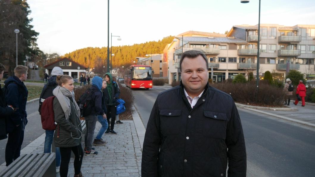 ENGASJERER SEG I BUSS-SAKEN: Ordfører Thomas Sjøvold er klar på at det burde vært et bedre busstilbud sør i kommunen.