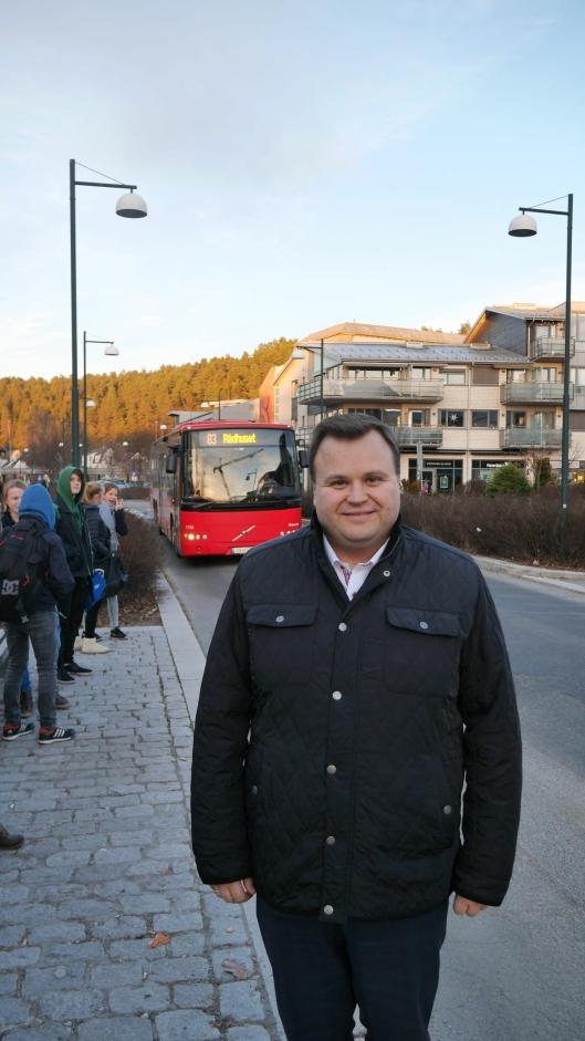 PÅ HOLDEPLASSEN: Ordfører Thomas Sjøvold mener også at takstsonene må endres lokalt i Oppegård.