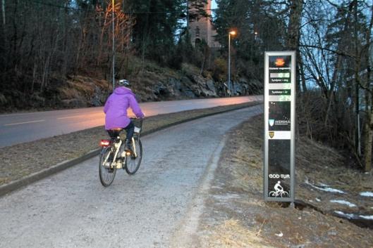 ET LYS I MØRKET: Også syklister må være flinke til å bruke lys for å bli sett i mørket.