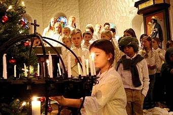 Kolbotn skoles engler sang høyt i kor!