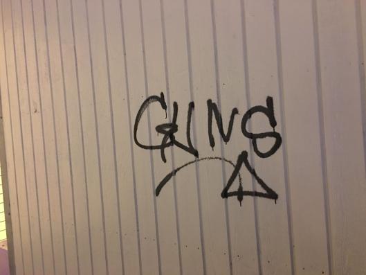 PÅ ALLE VEGGER: Kjenner du igjen denne taggingen? Send oss et tips på tips@oavis.no!