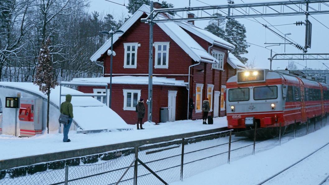 LOKALPATRIOT: Innsender av dette debattinnlegget spiller inn et innspill rundt kommunesammenslåing, og ikke minst lokalidentitetens betydning i Oppegård syd. Her ser du et bilde fra Oppegård stasjon.