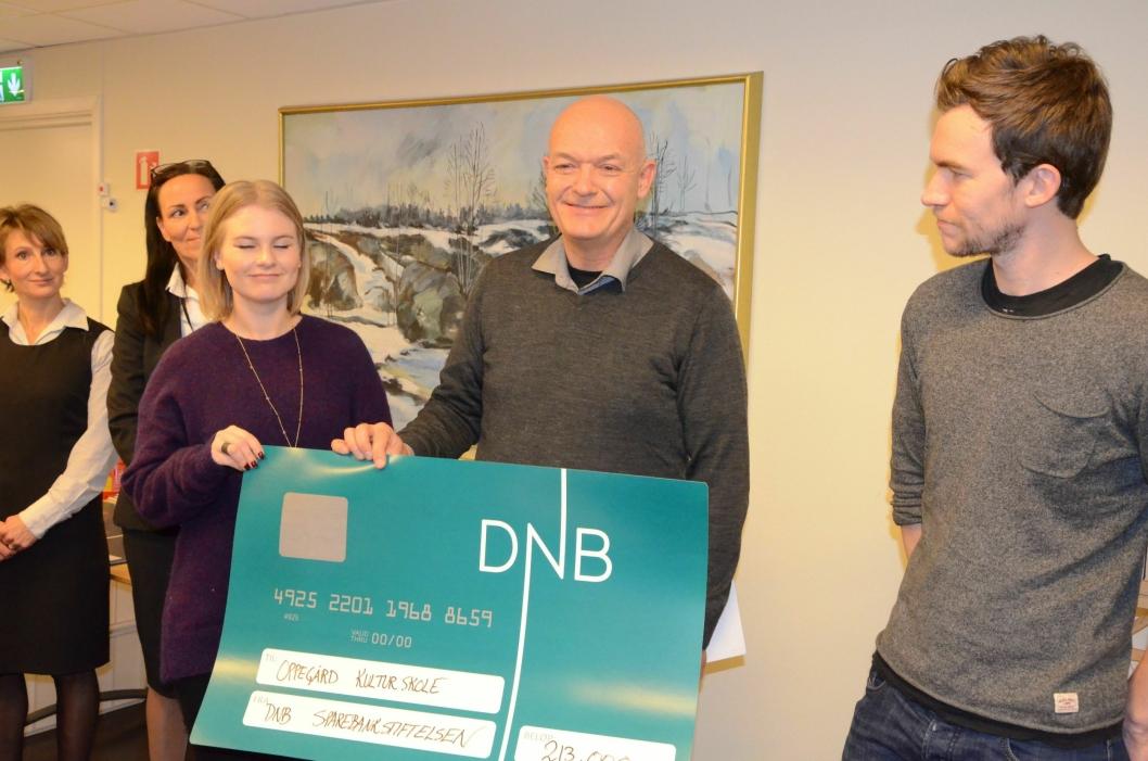 FIKK MYE PENGER: 213.000 kroner ble tildelt til Kolbotn kulturskole., her representert ved Marthe Susann Andahl, Rune Molvar, og Mads Olsen.
