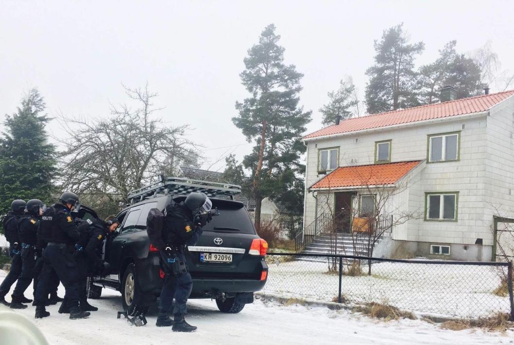 VAKTE OPPSIKT: Mange lurte fælt på hva som skjedde foran dette bolighuset i Hermods vei på Tårnåsen i går. Her får du svaret.