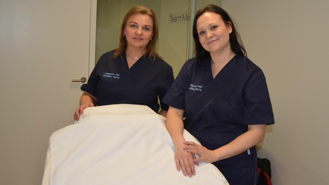 NY KLINIKK: Laila Sælebakke og Linn Skedsmo er refleksologer under utdanning, og tilbyr behandling til nærområdet av diverse plager. De har lokale på Rosenholm Campus.