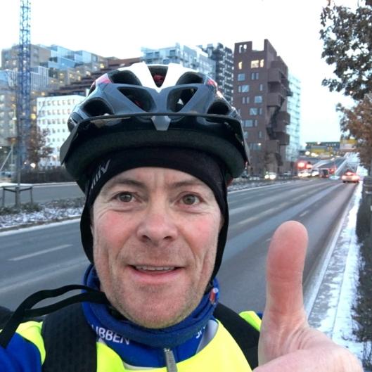 KLAR FOR BOMPENGER: MDGs Jens Nordahl her fotografert på sykkeltur til Oslo tirsdag morgen, mener det er smart å innføre lignende tiltak som i Oslo lokalt i Oppegård, samt en lokal bompengering.