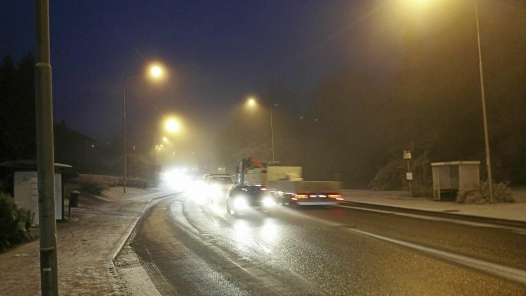 MYE KØ: Det kjører mange biler gjennom Oppegård hver dag.