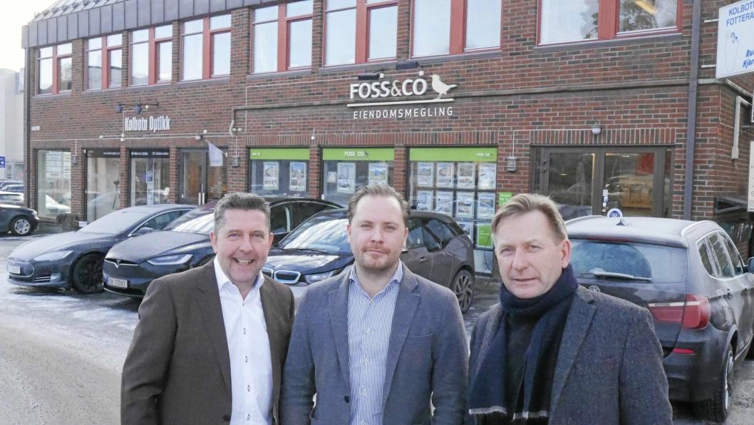 FORVENTER ET SPENNENDE ÅR: Anders Foss (t.h.)) i Foss & Co er klare for å møte boligmarkedet i 2017. Her er han sammen med meglerne Truls Myrbråten (f.v.) og Christian Foss.