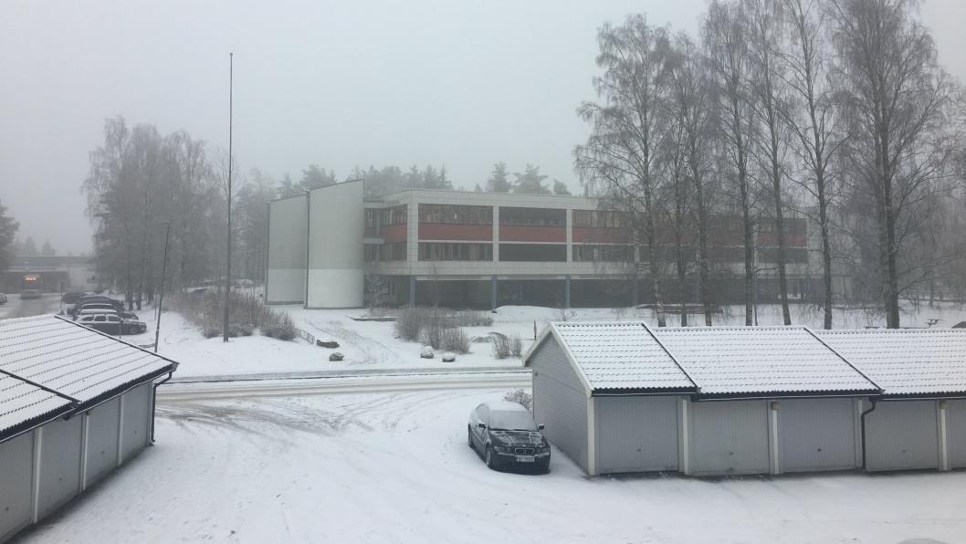 SKAL BLI BARNESKOLE: Når barneskolen rives blir det som er dagens ungdomsskole på Fløysbonn den nye barneskolen.