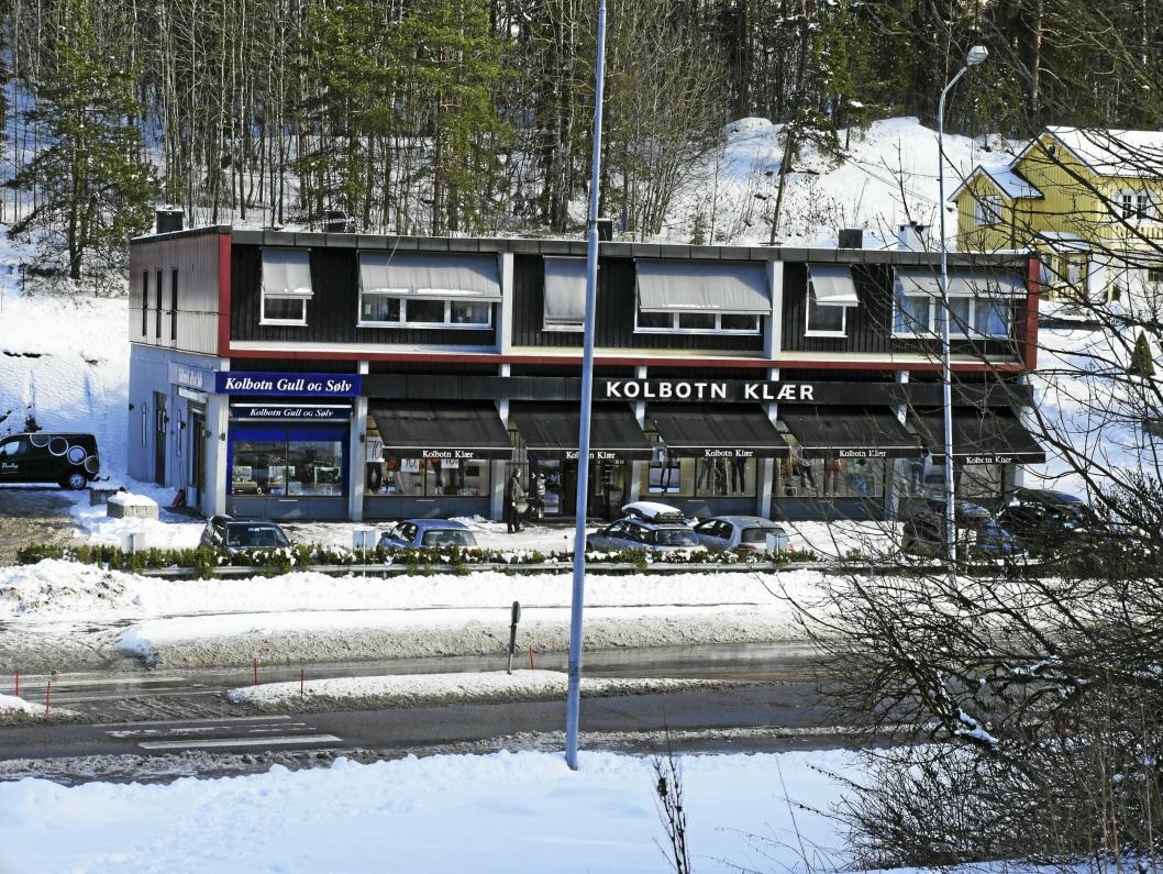 SENTRALT: Her, midt i rundkjøringen ved Circle K på Kolbotns østside, ligger Kolbotn Klær.