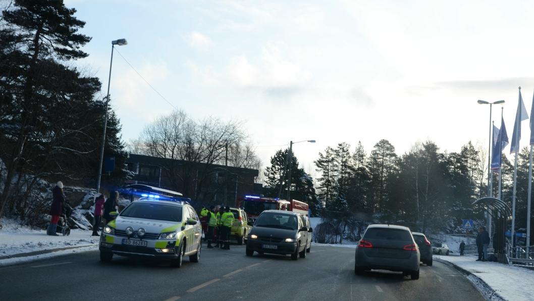 PÅKJØRT AV BUSS: Her ble en kvinne i 80-årene påkjørt av en buss tidligere i dag. Kvinnen ble fraktet til Ullevål sykehus.