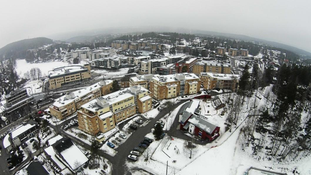 ET HETT BOLIGMARKED: Her i Kolbotn sentrum, og ikke minst Ingieråsen, som du ser i bakgrunnen, er det dyreste området å kjøpe bolig i Oppegård.