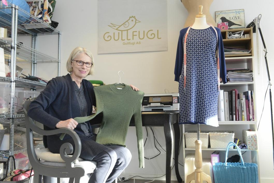 TRIVES GODT: Designer Elisabeth Gullner trives godt i lokalene sine i Sentrumsbygget.