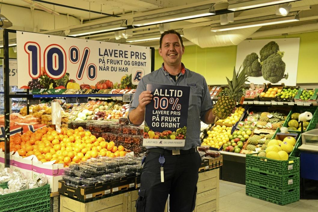FORNØYD: Erlend Herbjørnrød, kjøpmannn på Rema 1000 Sofiemyr, merker oppgang etter priskrigen.