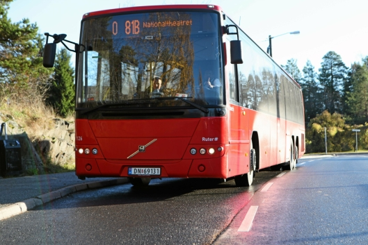 RØD OG POPULÆR: Bussen står for en stor del av kollektivreisene i Oppegård.
