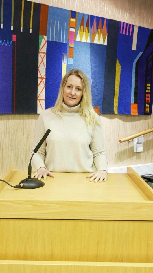 PÅ TALERSTOLEN: Siv Kaspersen sitter i kommunestyret for Høyre, og er vår varaordfører.