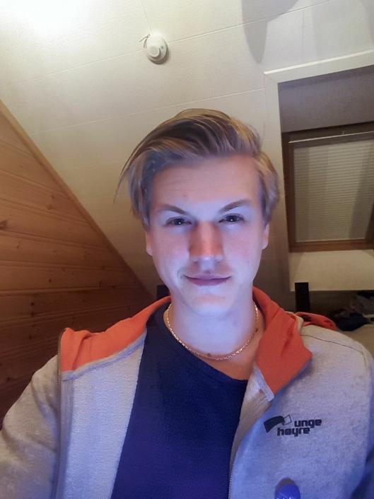 ENGASJERER SEG: Nicklas Olsen Hoff er medlem av Unge Høyre, og ønsker å få til en buss mellom Oppegård og Ski.