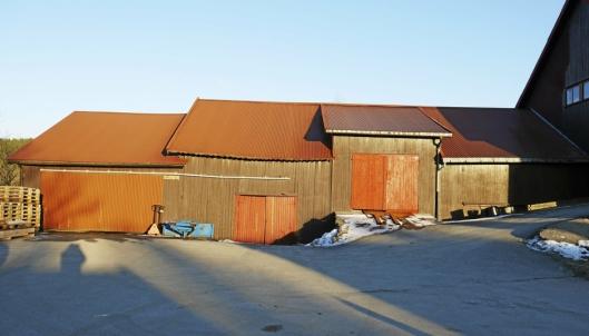 HISTORISK GÅRD: Li gård hadde opprinnelig 140 mål innmark og 1200 mål skog. På bildet ser du en av de eldste bygningene på gården.