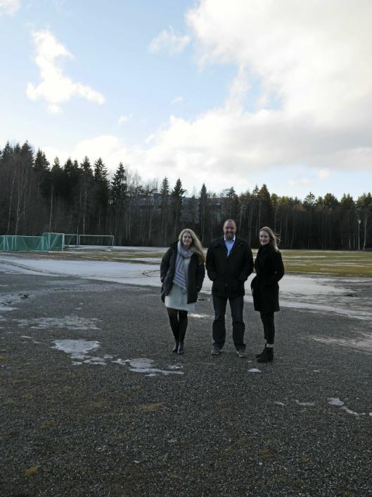 IMØTEKOMMER IDRETTEN: Disse tre politikerne og partiene er enige om avtale som sikrer over 230 milloner til idrettsparken. Ida Lindtveit (KrF) (f.v.), Siv Kaspersen (H) og Geir Amundsen (U) er klare på at det skal bygges hall for alle pengene - bokstavelig talt!