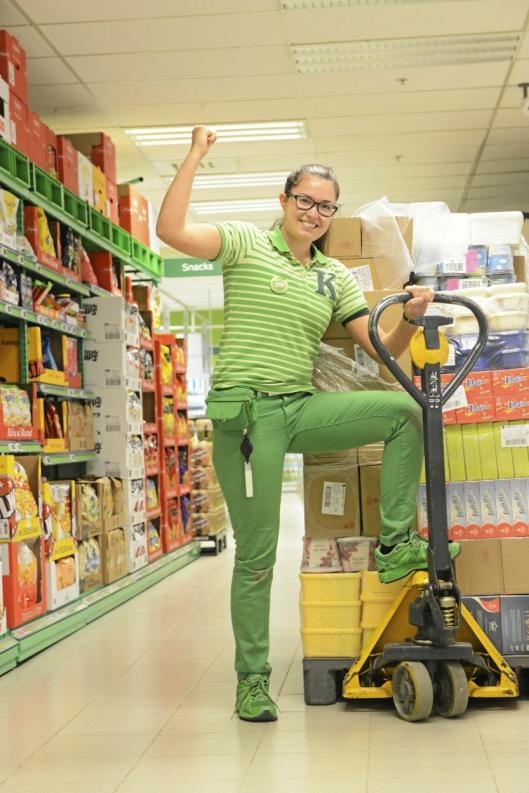 UNG OG LOVENDE: Ingrid Haugnes (22) er ung og lovende butikksjef på Kiwi på Tårnåsen, med høye mål for butikken fremover.
