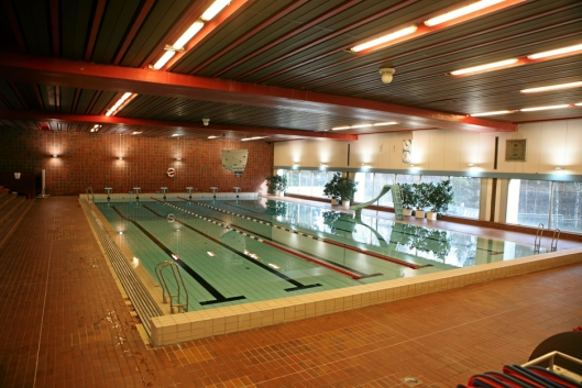 SKAL ERSATTES: Sofiemyr Svømmehall skal erstattes av to nye svømmeanlegg, et for folket og et for konkurranseutøvere og andre som har behov for et større anlegg til både trening og konkurranse.