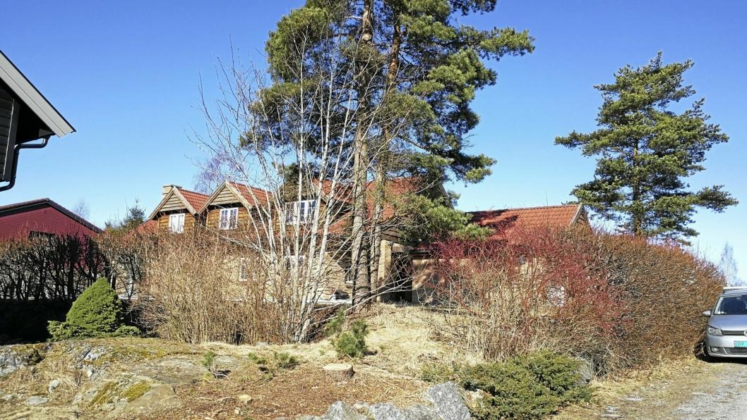 2. Konglestien 44(Gnr 49, bnr 1026) er solgt for kr 9.000.000 fra Jakob Opedal og Torunn Opedal til Mia Monsen Ragnøy og Kristian Thorsrud (01.02.2017).