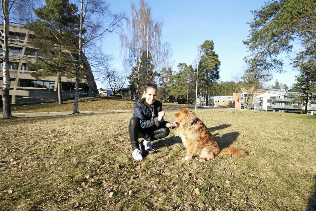 BESTEVENNER: Hanna Meyer Thuestad og hunden Pablo (8) har et helt spesielt bånd.