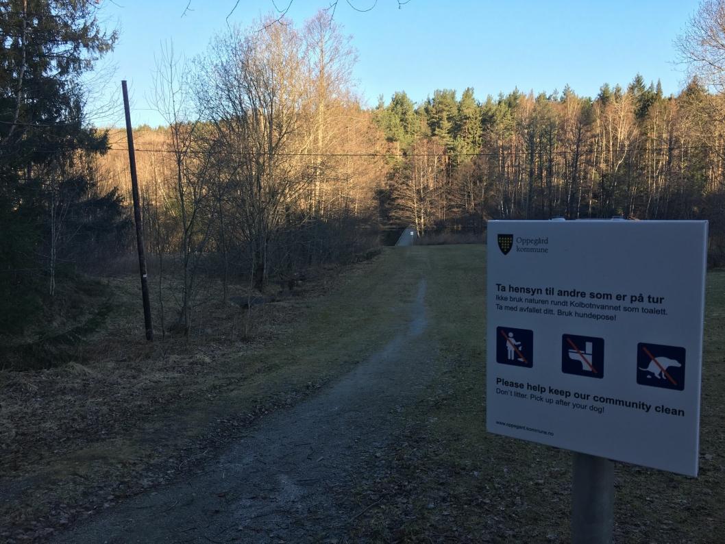 POPULÆRT PARKOMRÅDE: Ikke langt fra der Myrvollbekken renner ut, ligger dette populære turområdet langs Kolbotnvannet.