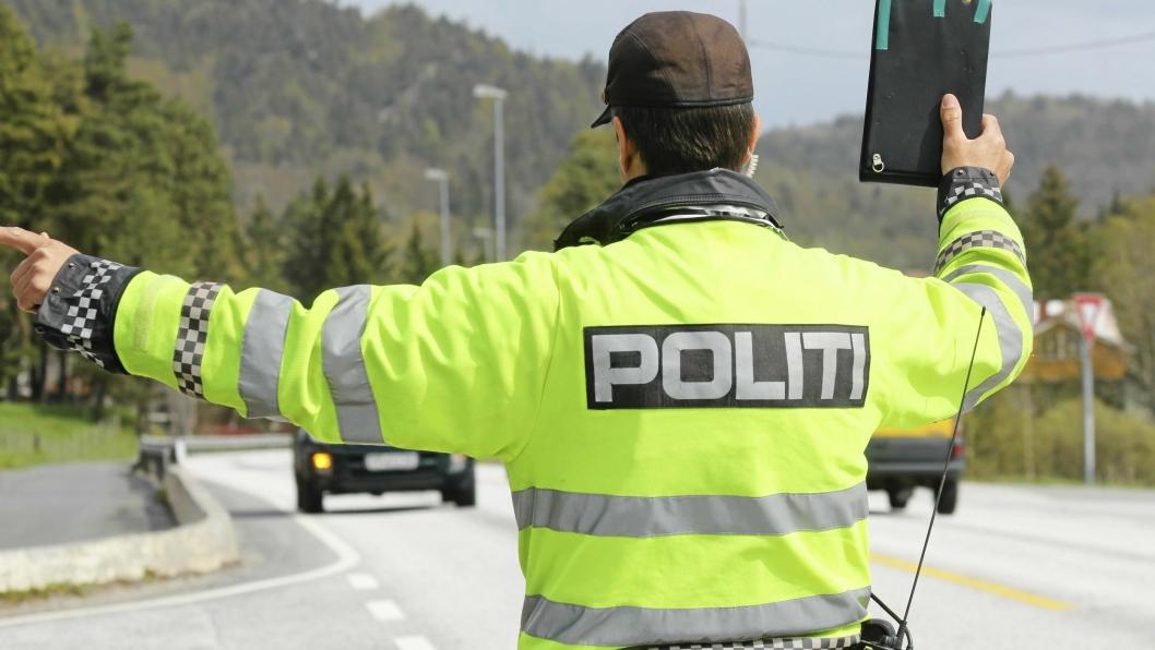PÅ KONTROLL: Lokalpolitiet kontrollerer med jevne mellomrom på E6 ved Taraldrud.
