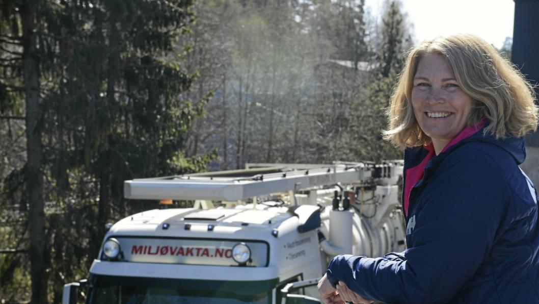 UTE AV BILDET: Virksomhetsleder i UTE, Heidi Tomten har gitt stafettpinnen videre til grunneier, og er glad for at det blir tatt tak i.