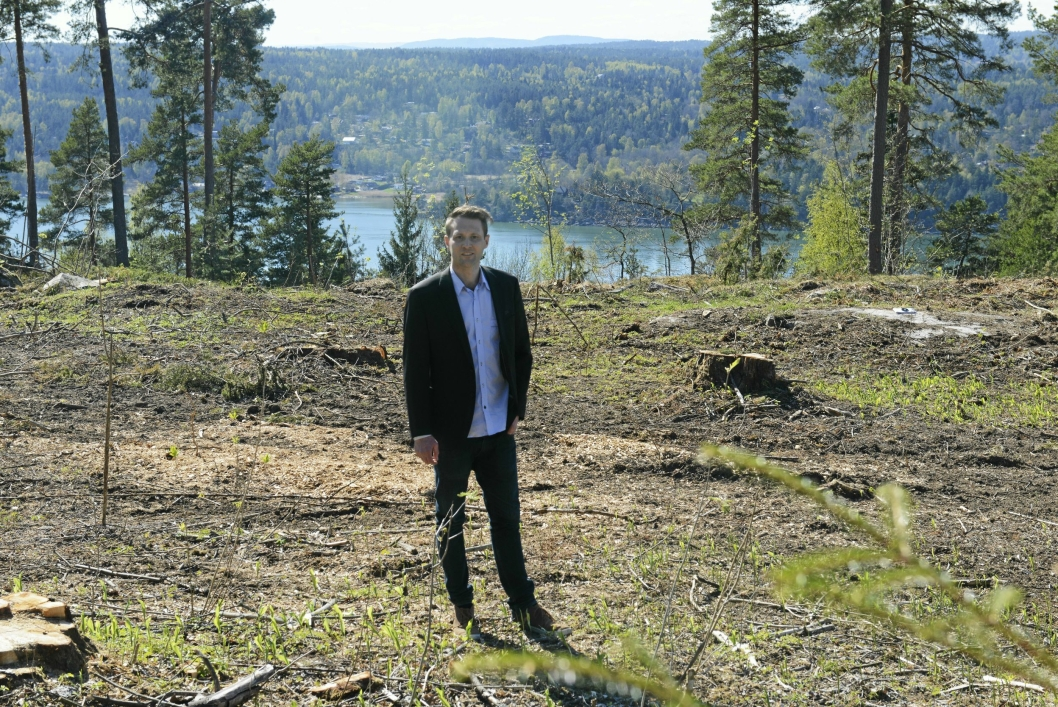 LANDLIG IDYLL: Eiendomsmegler MNEF Ole Andreas Huse, synes Svartskog har det beste av begge verdener. Nærhet til natur, men likevel kort avstand til både Kolbotn sentrum og Vinterbro senter i bil.