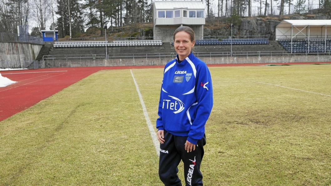 KLAR FOR ACTION: Hovedtrener Cecilie Berg-Hansen for Kolbotn kvinnefotball tror det blir en jevn og tøff kamp i kveld.