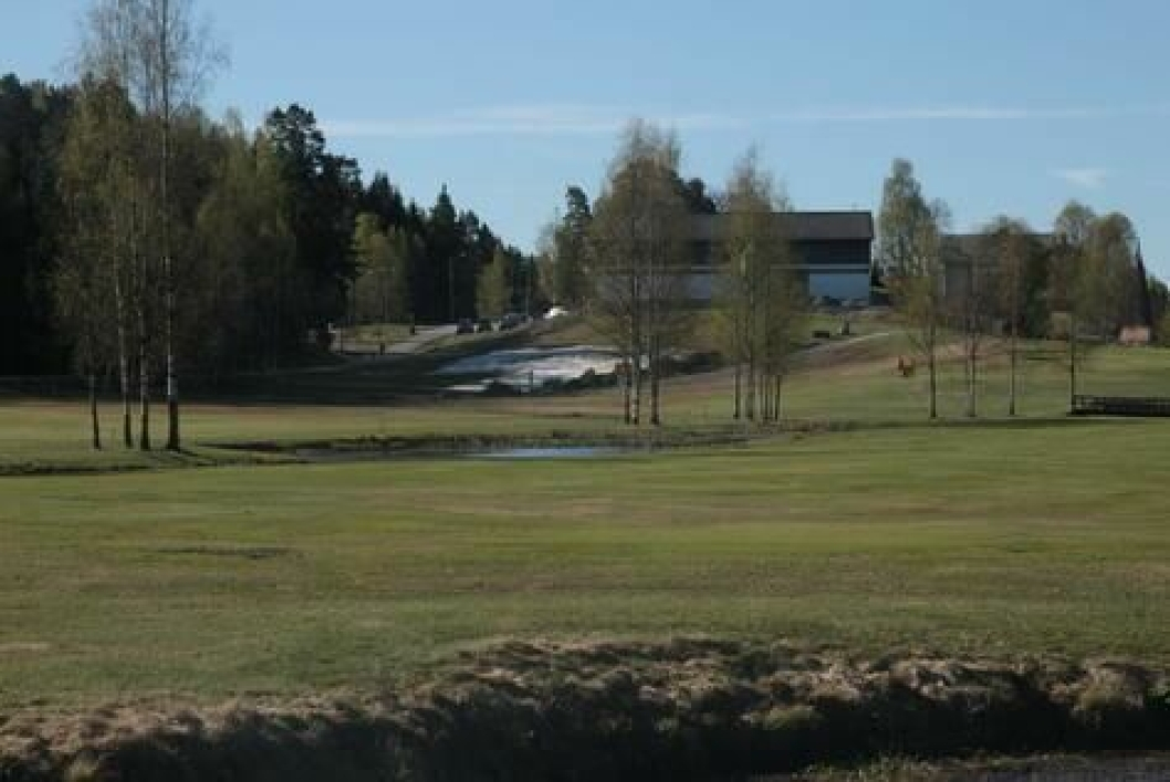 FLOTTE OMGIVELSER: Golbanen på Østre Greverud ligger i fantastiske naturomgivelser som er en fryd for øyet.