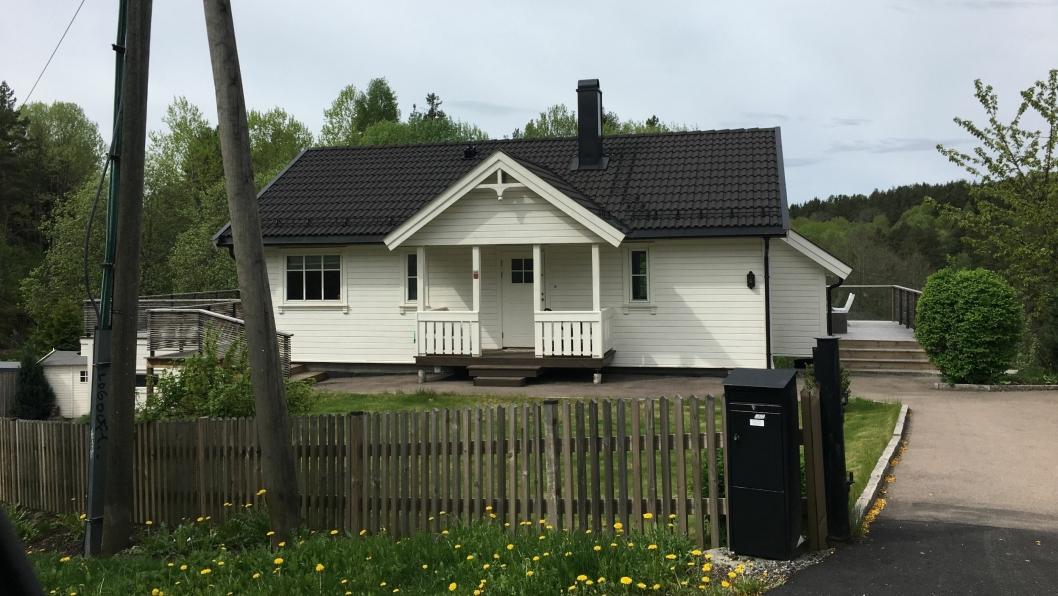 FLOTT BOLIG: Denne boligen i Solbråtanveien 78 B ligger rett ved parken ned mot Kolbotnvannets sørlige område. Naturskjønt med andre ord, og et utrolig flott område. De nye eierne måtte ut med 7.050.000 kroner, noe som gjorde dette til den sjette dyrest solgte boligen i Oppegård i april.