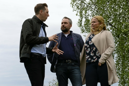 KJEMPER: SV-politiker Nicholas Wilkinson (f.v) og FAU-representantene Paal Sjøvall og Caroline Monstad Høgsnes tar kampen om beredskapssenteret til Stortinget, og håper folk skjønner konsekvensene støyen får for barna.