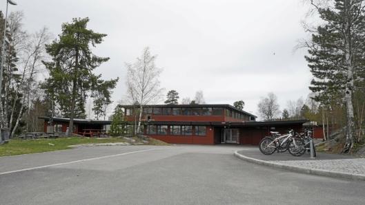 TIL SALGS: Hellerasten skole står på listen over kommunale bygg som ønskes solgt.