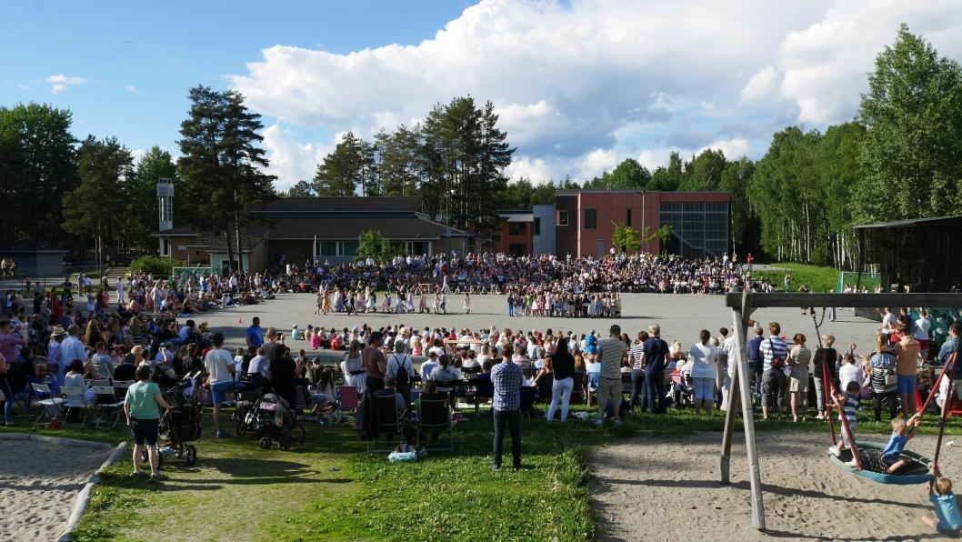 FOR ET LIV: Rekordpublikum på skolen under skoleavslutningen!