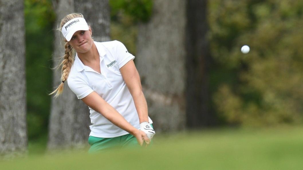 FRESHMAN OF THE YEAR: Michelle Forsland fra Sofiemyr spiller på Jacksonville Universitys golflag, og har imponert i sin første sesong.