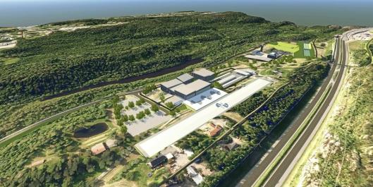 STRIDENS KJERNE, SETT ØSTFRA: Helikopterplassen plasseres på en høytliggende del på tomten, parallelt med E6. I det fallende terrenget ned mot Snipetjern planlegges hangarer og hovedbygg.