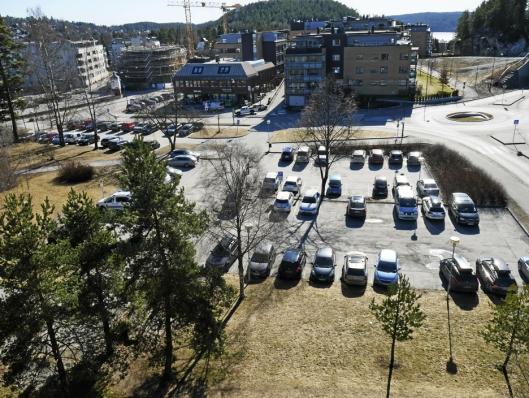 LITT AV EN UTSIKT: Her ser du utsikten fra taket på rådhuset.